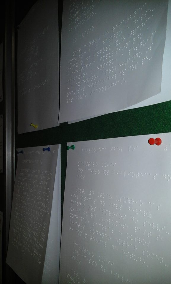 Biblioteca inaugura mural Braille